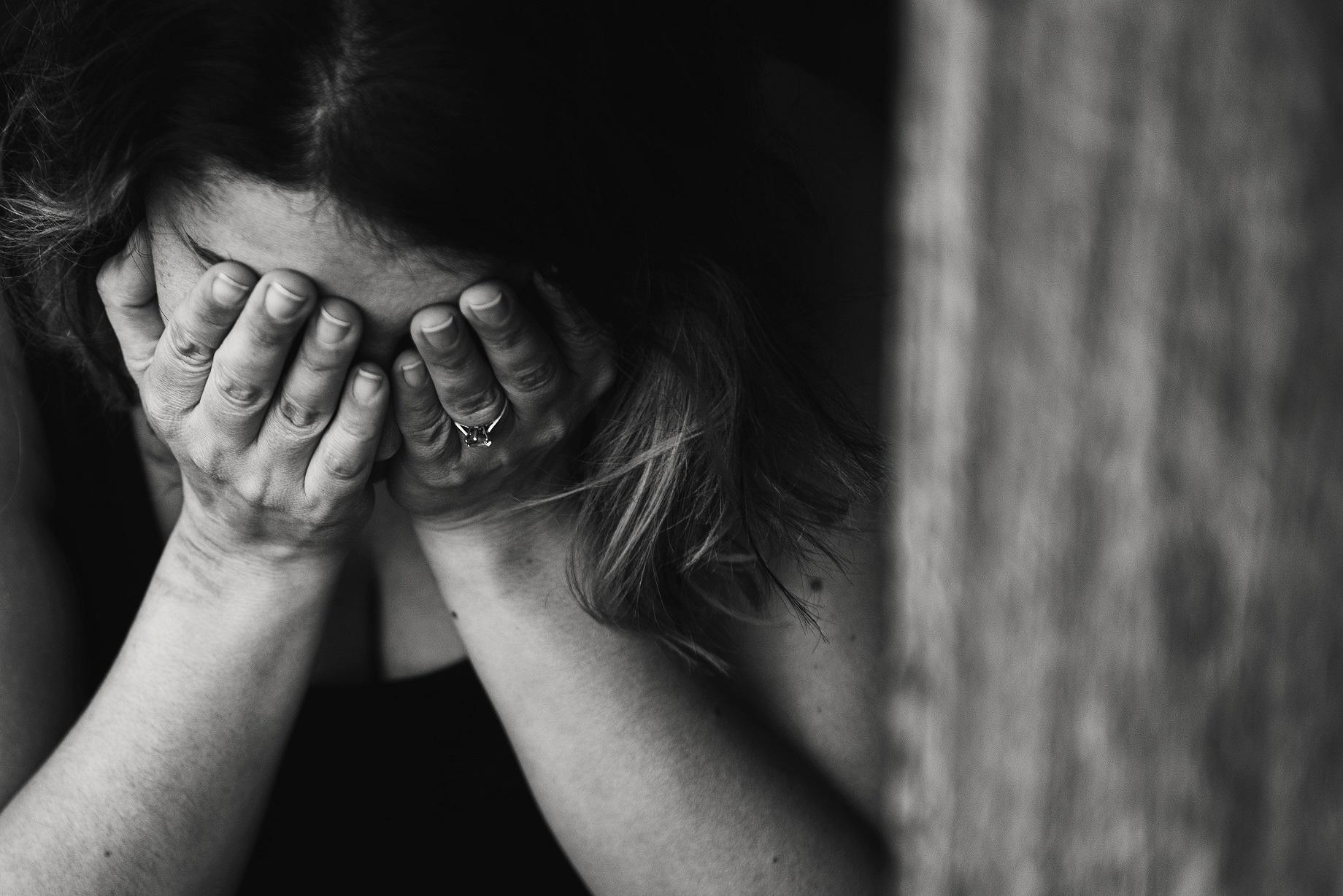 実父からの性的虐待、風俗、リストカット……。二人の娘を抱えながら「家族」を欲する - 37歳女性
